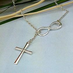 Halskæde med kors i stål