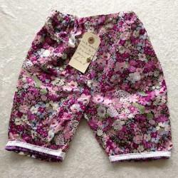 Piratbukser m. lilla blomster